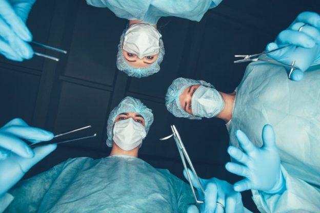 cirujanos plásticos